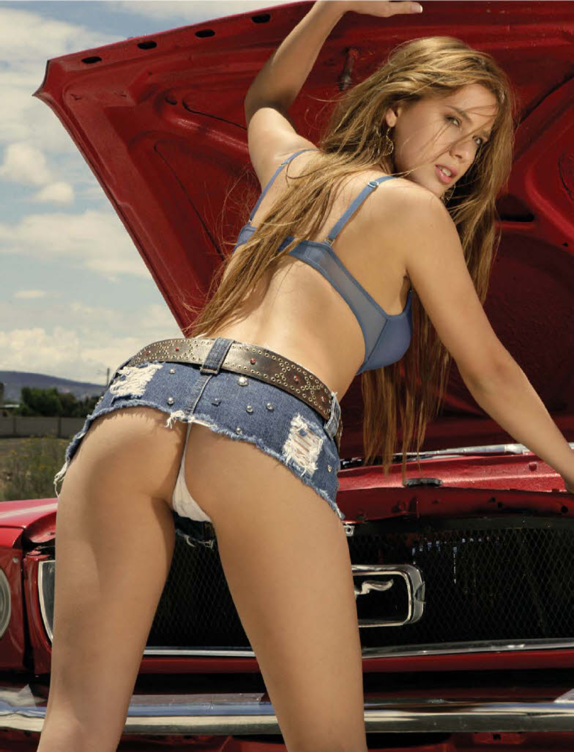 sexy-ass-car-babes-aniston